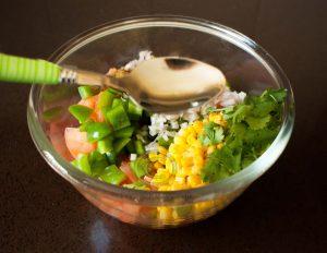 Salade; lepel salade; salade in kom; olie bij salade