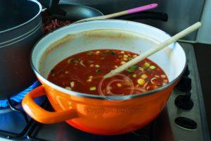 Tomatensoep; pasta-bonensoep; soeppan; Italiaanse groenten met gezeefde tomaten