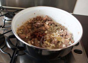 Stoofgerecht; stoofvlees in de pan; Jamie Oliver